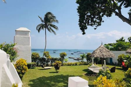 House of Royals - Suite & Double Room (beachfront)