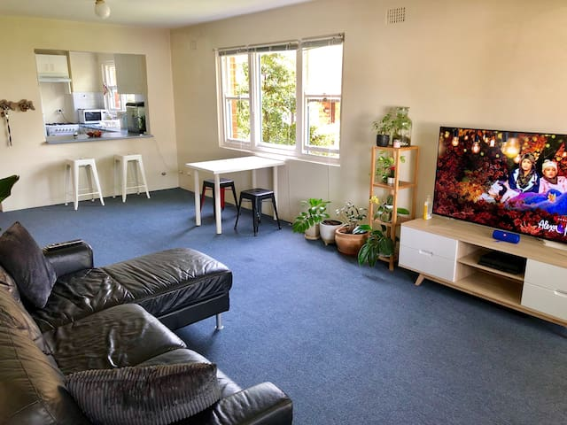 Bright & spacious 2 bedroom unit near Bondi Beach