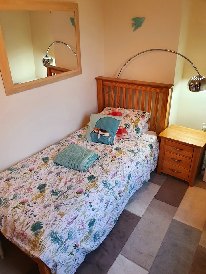 A beautiful single room in a friendly home