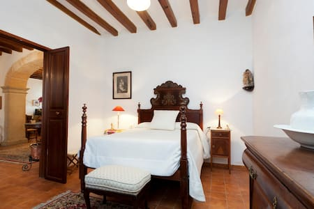 Stately Mansion in Majorca center - Lloseta