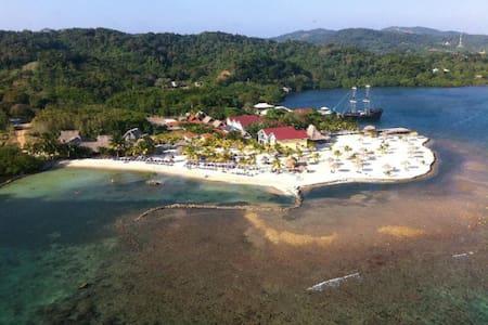 Las Palmas Reef Villa, Roatan - Dixon Cove