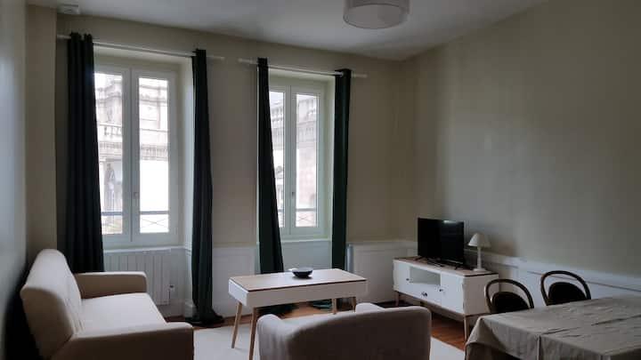 Appart'hotel de la Mairie : Le Grand T2 Cornic
