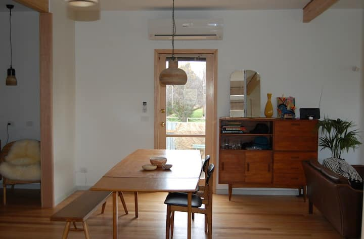 Bright and light 3 bed home with park views