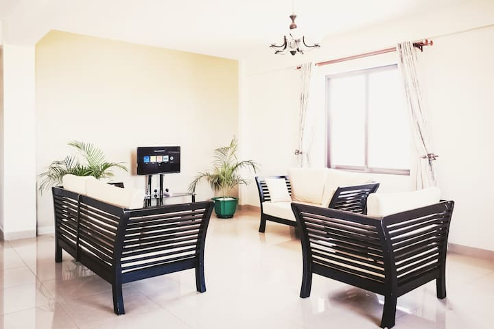 BIG  3BR *LUX*  Condo close  to Acacia Mall -7mins