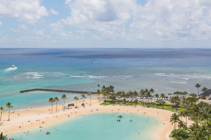 Gorgeous Waikiki Beach Ilikai