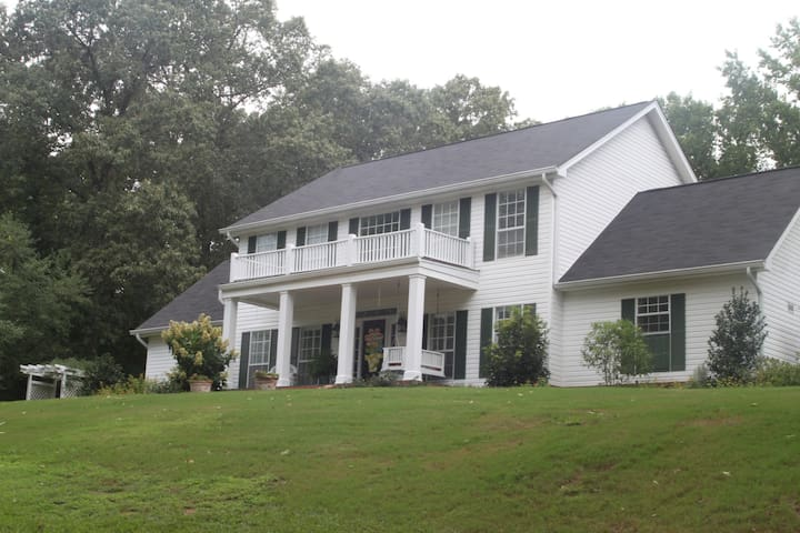 Falkner Place - Two Story Home Close to Taylor - Oxford - Talo