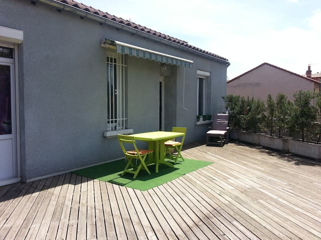 Apartment with  terrace and very beautiful view - Chadrac - Apartamento