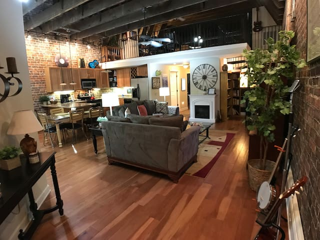 Mountain MusicExperience Loft Downtown Bristol 2BR