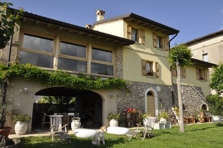STONE HOUSE ON THE GARDA LAKE - Monzambano - Appartement