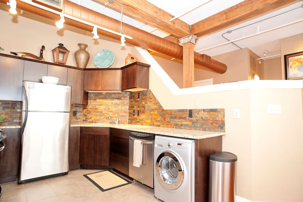 Kitchen and washer/dryer