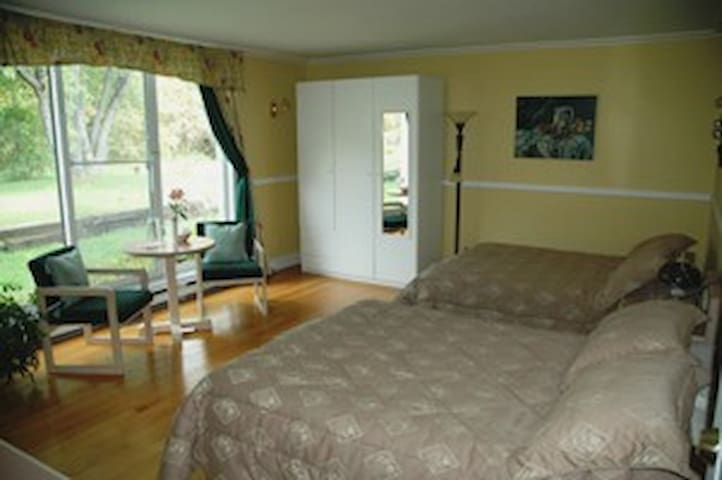 Inn & Spa Resort - Off Ottawa - Bourget - Bed & Breakfast