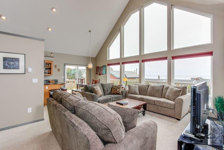 Spacious & modern dog-friendly house w/ a private hot tub & lovely ocean views