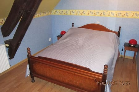 (2)Chambre pour 2 personnes chez l'habitant - Saint-Georges-de-Poisieux - Rumah