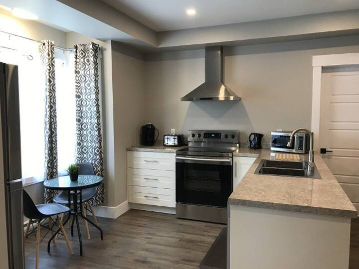 Cozy Downtown Executive 1 Bedroom - Downtown YQM
