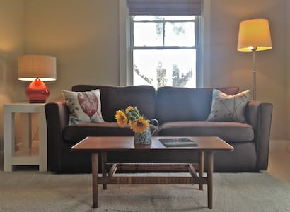 Clean Cottage Apt In Tarrytown for work or live
