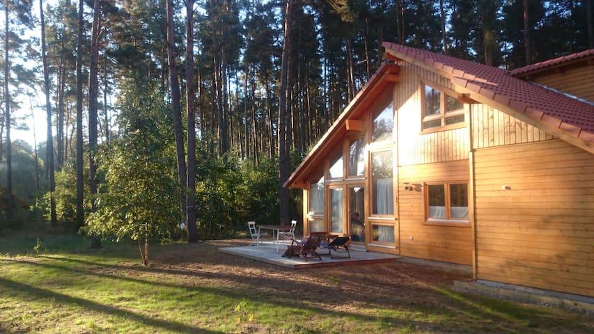 Stilvolles, helles Holzhaus am Wald - El Laguito - lychen - House