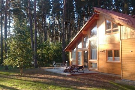 Stilvolles, helles Holzhaus am Wald - El Laguito - lychen - Haus