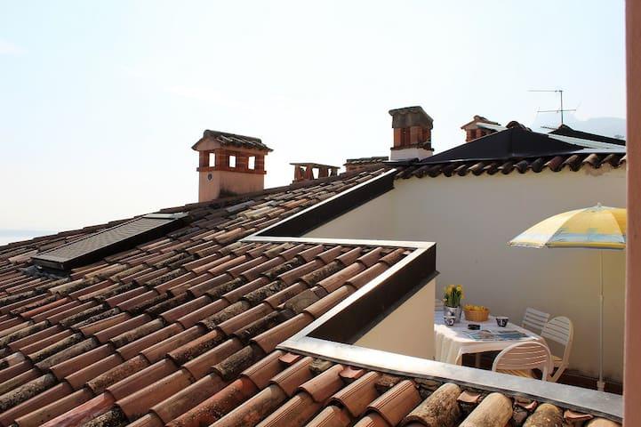 Appartamento Spritz in piazza a Gargnano - Gargnano - Appartement