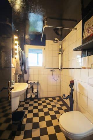 Banana Inn: Bad/WC Erdgeschoss
