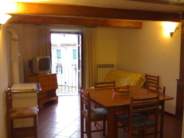 Casa vacanza con giardino - Pietracamela - Apartmen