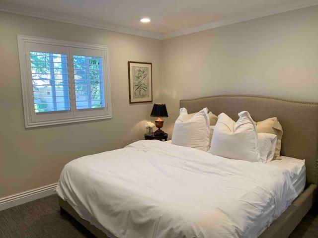 Private Bedrooms + En-suite Bath in Elegant House