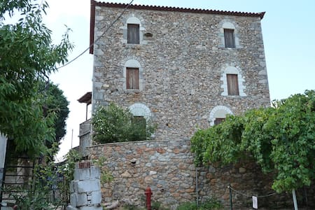 Traditional stone house 2nd fl. Quiet with view - Vorio