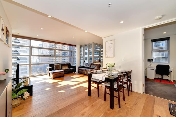 Stunning 2bdr in the heart of Chinatown Syndey