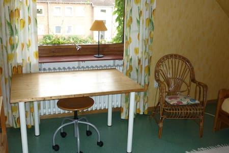 Helles Zimmer mit Küche und Bad (2) - Schleswig