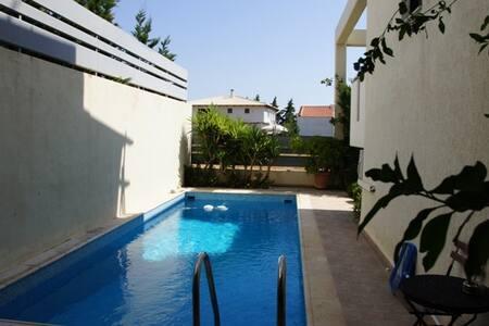 Villa close to sea & Private pool. Central heating - Porto Rafti - 別荘