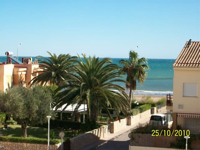 Beach-Front with POOL sleeps 6 - Valencia - Apartment