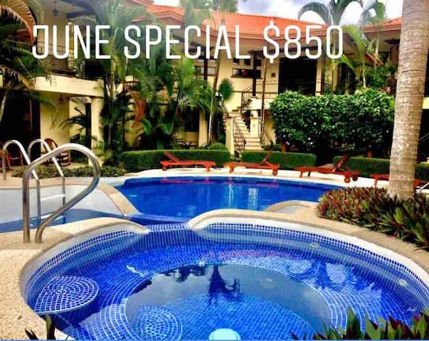Lush, Tropical Best Value Condo w Pools & Jacuzzi