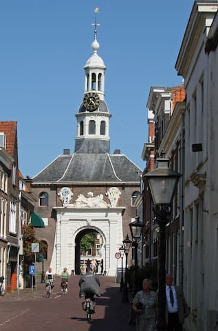 At the end of the street: the historic Zijlpoort and its restaurant