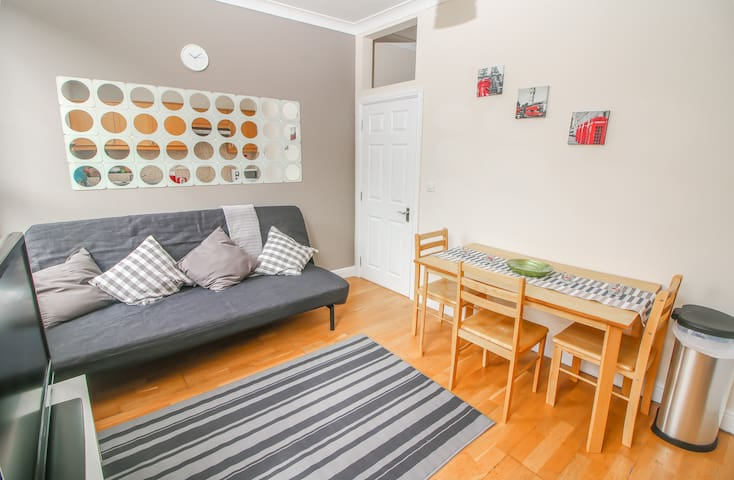 Lovely 2 bedroom flat near to Liverpool St