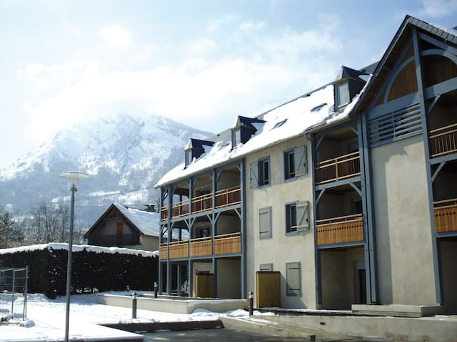 Appartement cosy à 500 m de la télécabine et des thermes ! Casiers à ski