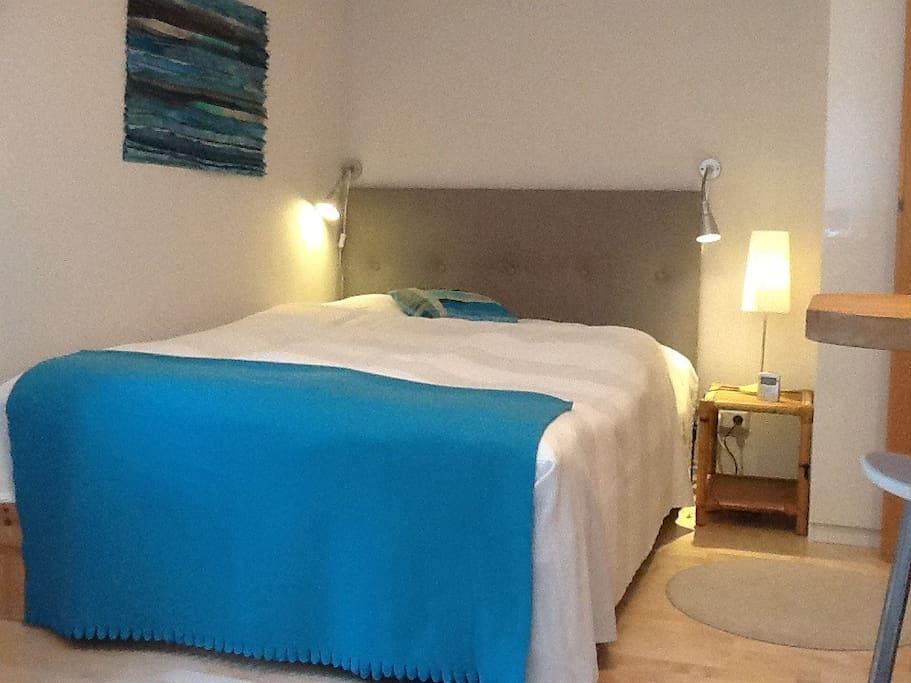 1 zimmer apartment mit eigenem bad wohnungen zur miete. Black Bedroom Furniture Sets. Home Design Ideas