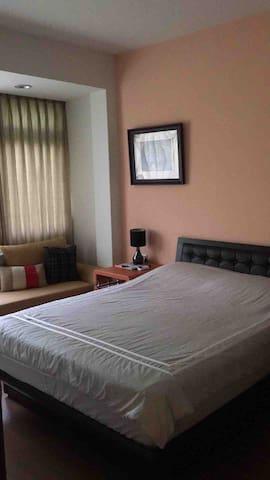 台北市東區安靜採光好 公寓,獨立房間一大床,乾淨房間