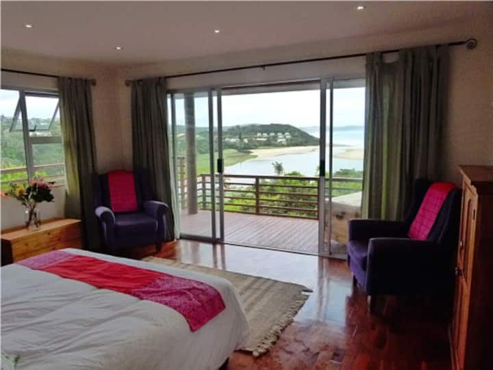 Buccaneers Lodge & Backpackers sea view suites