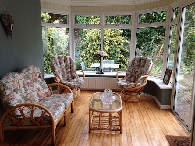 Single Room in Beautiful Salthill Home - Salthill - Casa