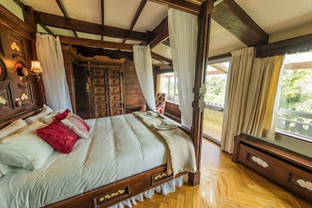 Beautiful four poster bed and gorgeous views!