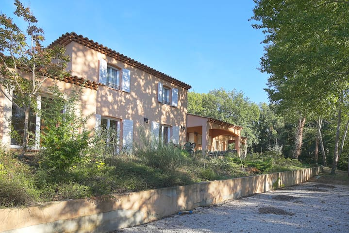 BIG FAMILY HOUSE WITH POOL - CLOSE TO AIX - Trets - House