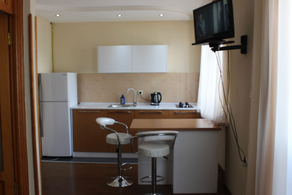Совершенно новая кухонная мебель! 14,05,17 - дата реконструкции.