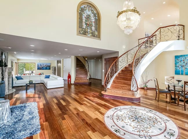 5,100 Sq Ft Home on the North Shore for the DNC