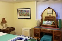 One bedroom in Alexandria Neighborhood