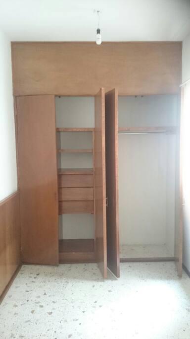 La recámara cuenta con closet propio y amplio.
