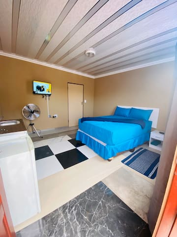 Well come to ext4 lodge  Night starts 19:00-08:00 During day rates R100per hour  Two hours R150   Anyone  checking in before 19:00 will be charged extra money   For more information please ask our staff