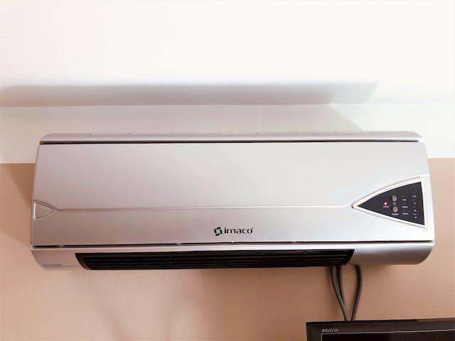 Calefactor en cada habitación, también en el pasillo.