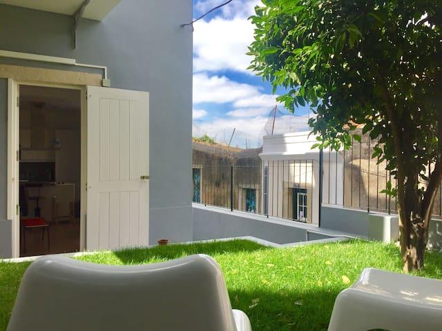Lovely CASA AZUL!Downtown+terrace
