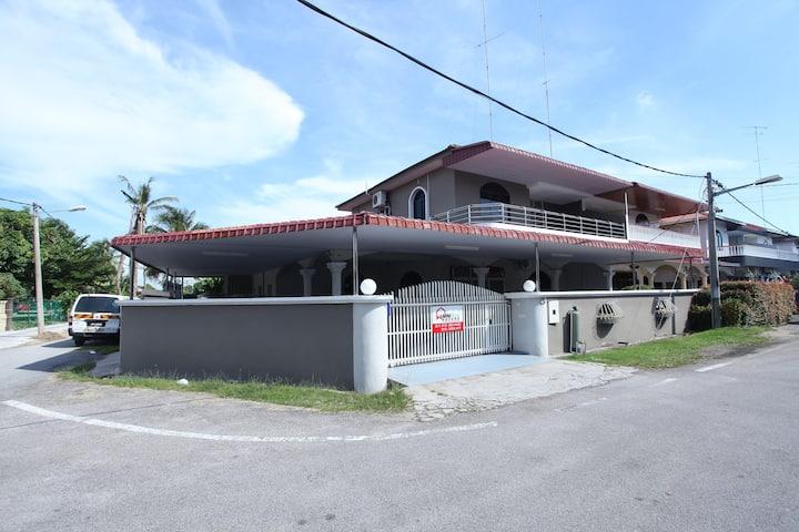 Warni Villa 48 (6 Rooms 4 Bathroom) Sg.Abong, Muar