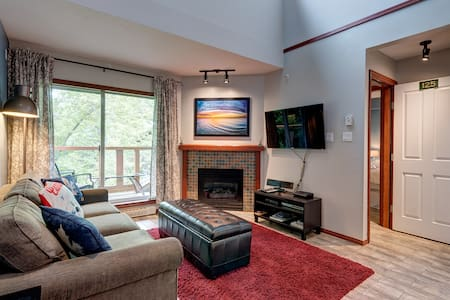 Beautiful Whistler Loft 2 Bdrm/Private Hot Tub - Whistler - Villa