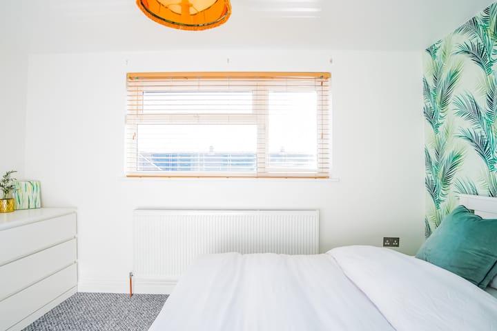 Relaxing & Luxurious Double Bedroom @ NewburyStays